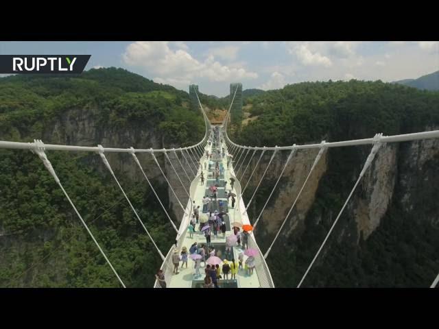 sportourism.id - Jembatan-Kaca-Terpanjang-dan-Tertinggi-Ada-di-Cina