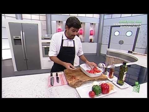 Cómetelo | Buñuelos de berenjena con gazpacho asado.