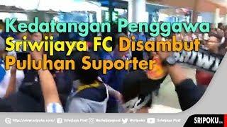 Tangis Pemain dan Suporter Sriwijaya FC Sambut Kedatangan Tim di Bandara SMB II