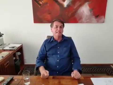 """Presidente Jair Bolsonaro grava vídeo tomando cloroquina: """"Eu confio, e você?"""""""