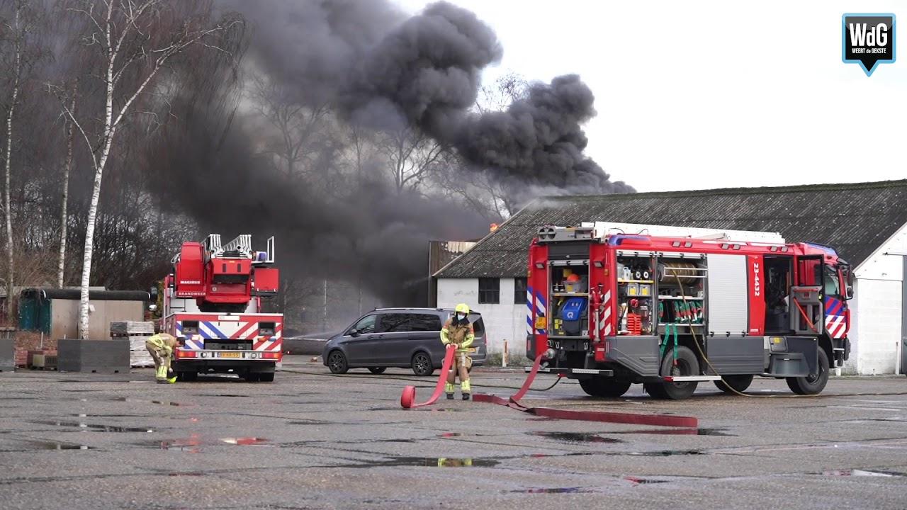 Uitslaande brand in loods Roermondseweg Weert