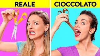 SFIDA DEL CIBO REALE VS QUELLO DI CIOCCOLATO || Gli ultimi a Smettere di Mangiare Vincono!