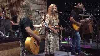 Jamey Johnson With Special Guest Alison Krauss – Ghost In This House (Live At Farm Aid 2016)