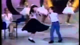 Sandy E Junior Cantando Tô Ligado Em Você |  Domingo Legal  -1993