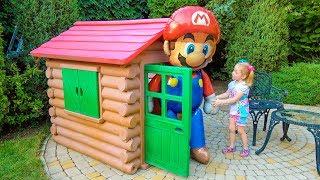 Гигантские Игрушки Щенячий Патруль и Марио в новом доме на детской площадке Giant Toys on Playground