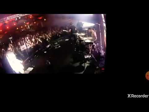 Fall Out Boy - Dear Future Self (Hands Up) Live Iheartradio