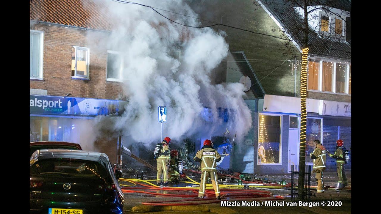 Grote brand in winkel Ophelialaan Aalsmeer