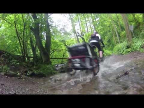 Mountainbiken  mit Kinderanhänger