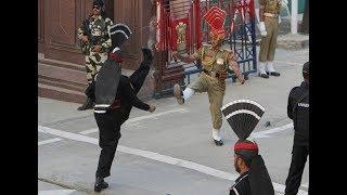 वाघा बॉर्डर पर ऐसे भिड़े भारत-पाकिस्तान|Beating The Retreat @ Wagah Border On Republic Day