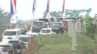 Arus Lalu Lintas Padat di Tol Fungsional Salatiga pada Minggu Siang