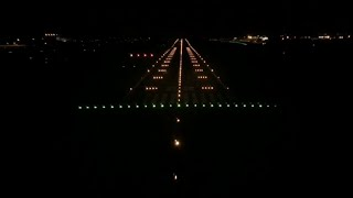 preview picture of video 'Night Landing in London Stansted (cockpit view)'