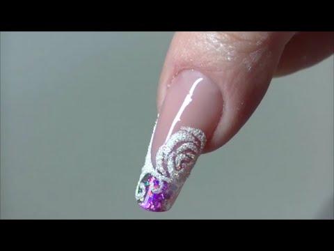 Unghie ondulate su mani un fungo