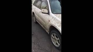 Смотреть онлайн На автомойку привезли очень грязный авто