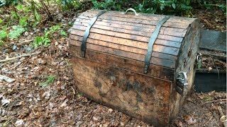 Found treasure chest while metal detecting! - Video Youtube