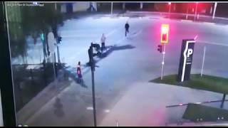 В Шымкенте камеры наблюдения зафиксировали драку около торгового центра