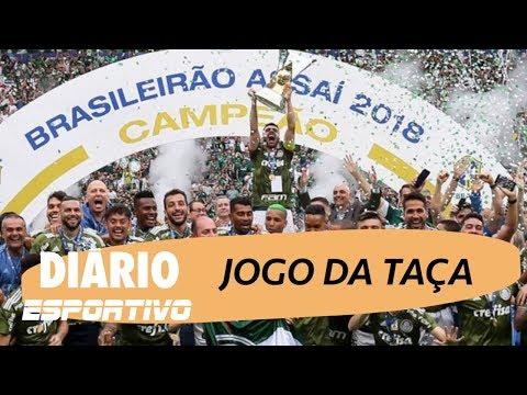 Palmeiras recebe de Bolsonaro troféu de decacampeão brasileiro
