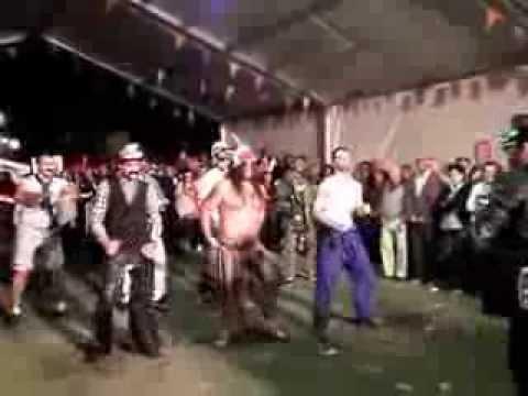 DISFRAZ Y PUESTA EN ESCENA THE VILLAGE PEOPLE (MODO VEGATO)