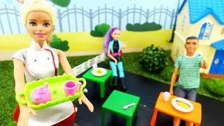 Барби работает официанткой - Новые мультики Барби для девочек