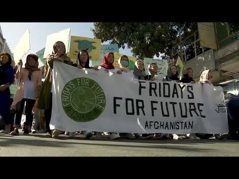 العرب اليوم - شاهد: متظاهرون أفغان في مسيرة في كابول ضد تغيير المناخ