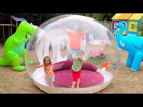 Katy with papa build Clear ball play house for kids (видео)