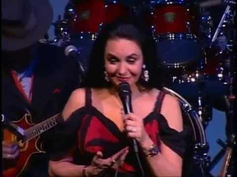Crystal Gayle - Somebody Loves You (Nashville 2006)