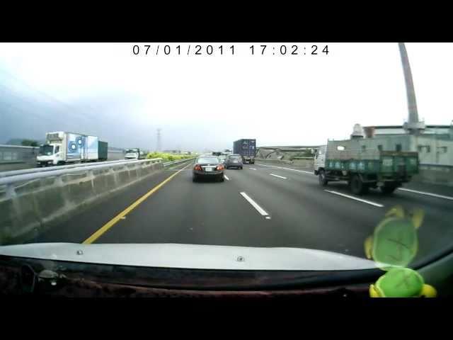 高速道路トラックバースト事故ムービー