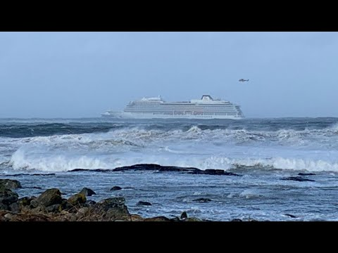Norway airlifts passengers off stricken cruise liner