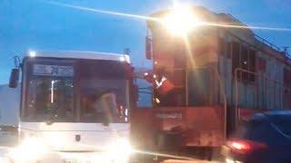 В Уфе произошло столкновение поезда с пассажирским автобусом