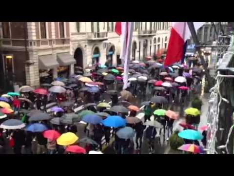 La manifestazione degli ombrelli