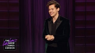 Harry Styles works the crowd with punny spins on the latest headlines