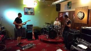 Video Ginger Head v baru Hil.