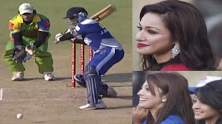 J Karthik Score Fantastic Fours for Karnataka Bulldozers Vs Kerala Strikers. Kannada Actresses Cheer