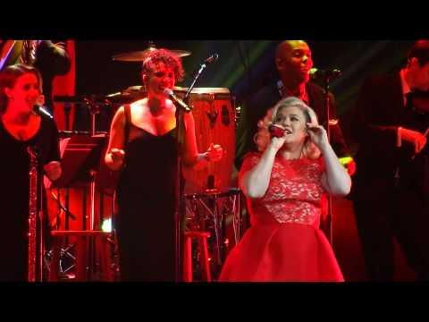 Kelly Clarkson - Underneath The Tree - Nashville Dec 20 2014