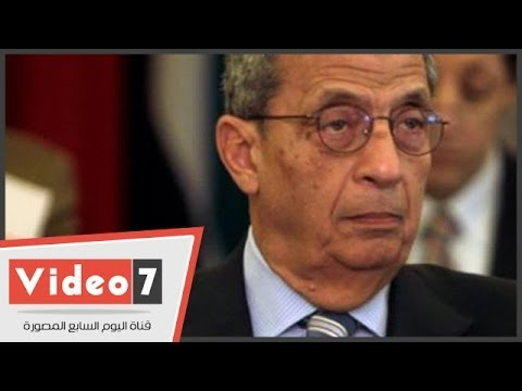 بالفيديو.. شخص يهاجم عمرو موسى ويتهمه بقتل القذافى