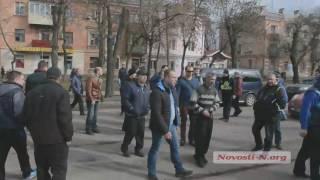 """Видео """"Новости-N"""": В Николаеве около ста водителей перекрыли Богоявленский проспект"""