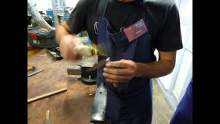 preview picture of video 'Making a Knife in Thiers, France'