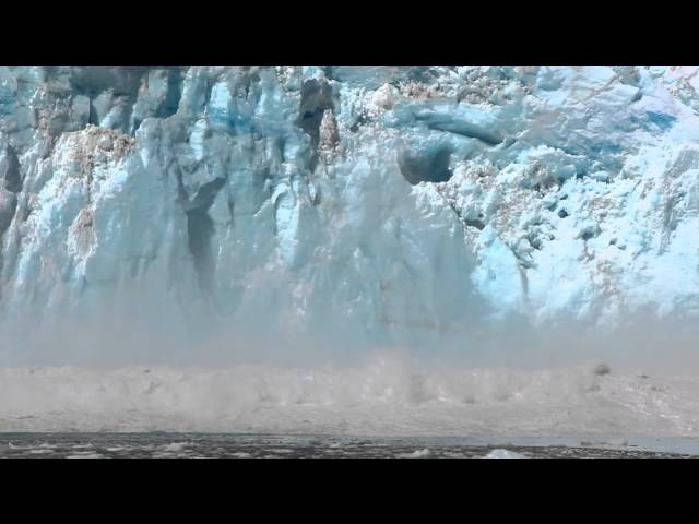 انهيار جبل جليدي في الاسكا أمام أعين السياح