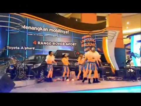 accrobat show Bank BRI @Mall kelapa GADING.