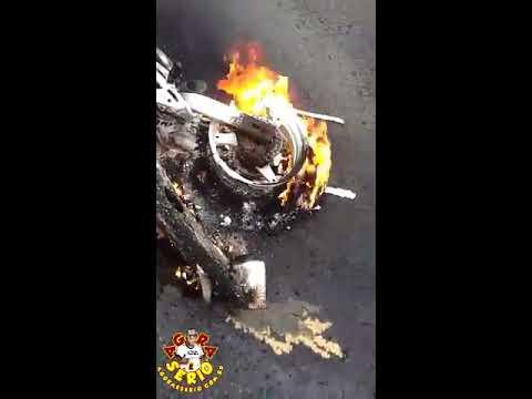 Moto pega fogo na Br 116