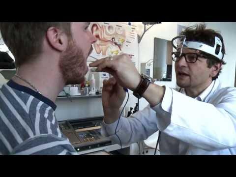Video zu sehen, wie die Presse, um zu schwingen, den Bauch zu entfernen
