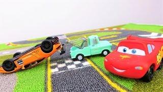 Молния Маквин побеждает: видео про игрушки и гонки Маквин. Игра по правилам #машинкимультики
