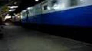 preview picture of video 'Special Express 1 @ Phitsanulok Station'