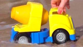 Мультфильмы про рабочие машины на пляже: строим горку для малыша грейдера