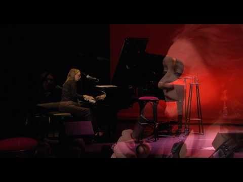 Amanda Strydom – Skielik Is Jy Vry (live)