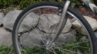 Inspection d'un vélo en ce début de saison