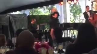 """Lady Gaga cantando """"La Vie En Rose"""" en los Grammy's Museum Luncheon."""