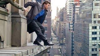 男子跳楼引起人群注意,掩护同伙在对面大楼偷盗钻石