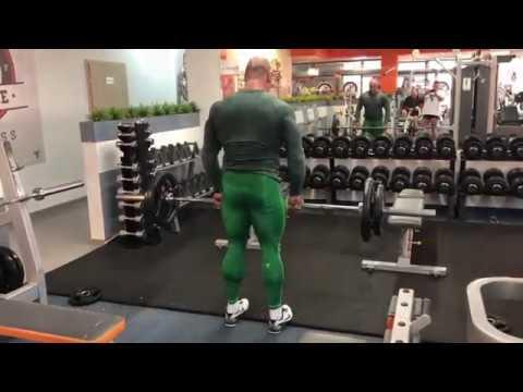 Jak dziewczyna mięśni brzucha przed i po