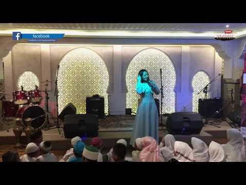 Siti Badriah dan Zaskia Gotik Single Religi dengan Kekinian