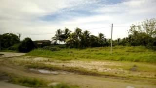 preview picture of video 'Andando a Santa Clara in pullman - con spiegazioni della guida cubana'